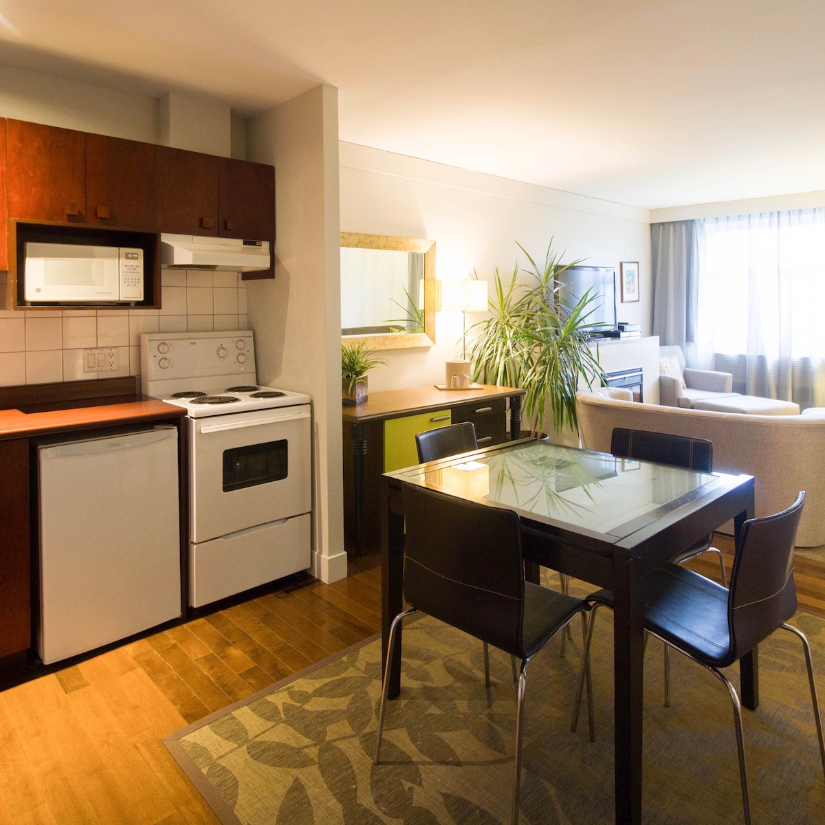 suite king avec cuisine h tel champlain qu bec. Black Bedroom Furniture Sets. Home Design Ideas